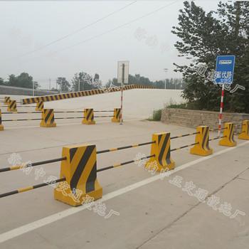济南中正 高速公路高度80cm隔离墩  用于高速公路  价格电议图片