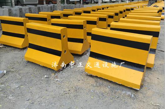 济南中正  60cm水泥隔离墩  用于小区物业道路隔离 价格电议图片